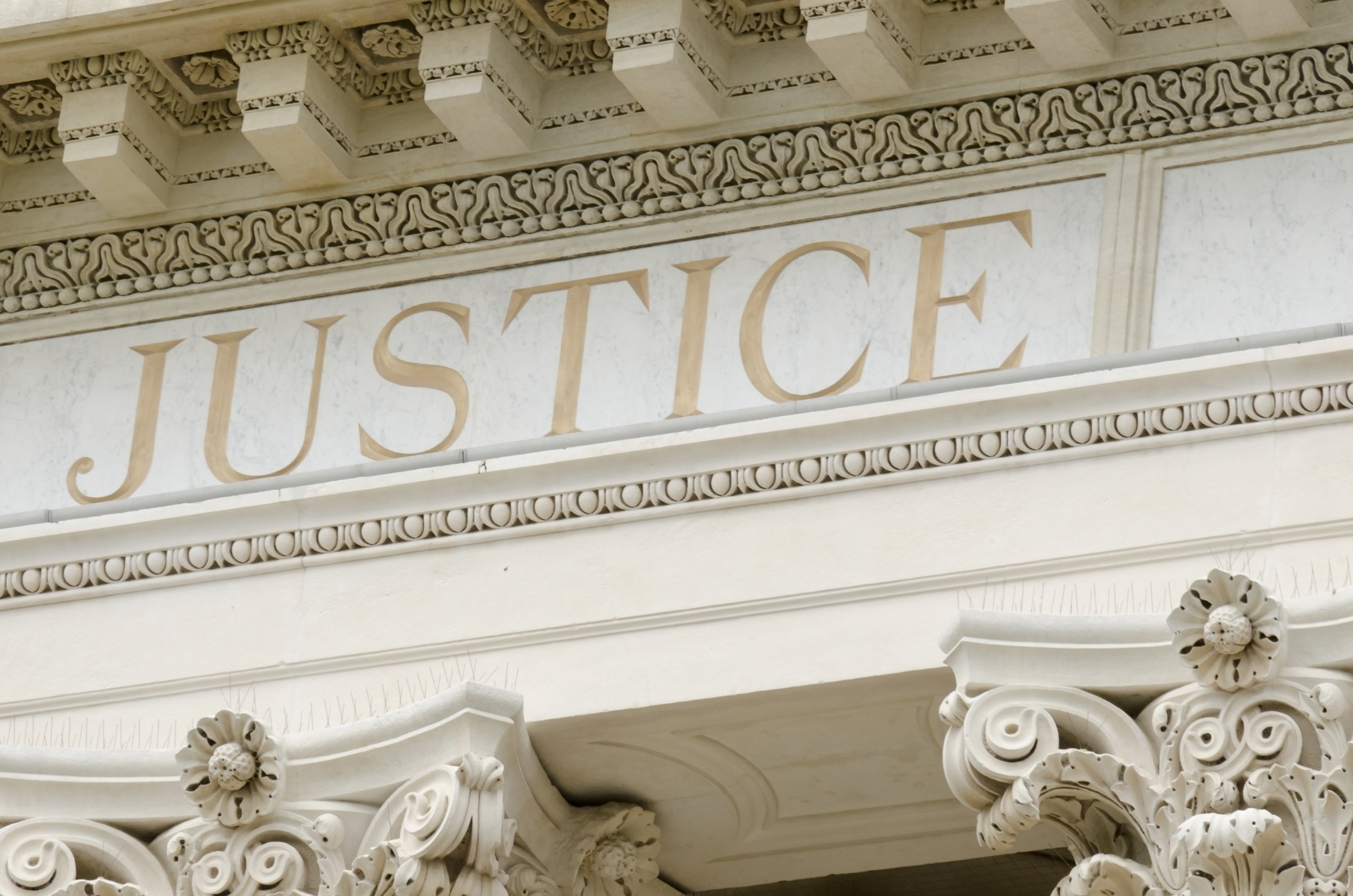 The word Justice on a white building